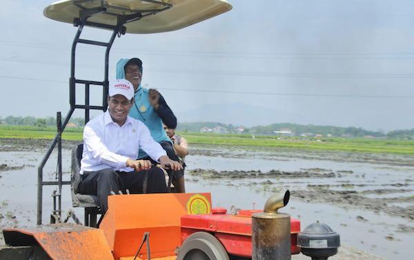 Di Kediri, Mentan Amran Bangga Mendemontrasikan Teknologi Canggih Pertanian - JPNN.com