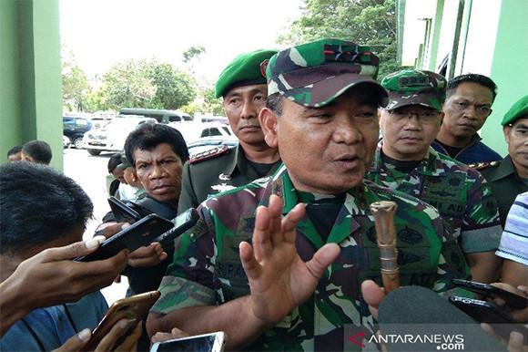 Pangdam Hasanuddin Minta Para Istri Anggota TNI Kendalikan Jari - JPNN.com