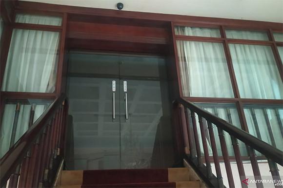 Wali Kota Medan Kena OTT, Ruangannya Gelap, Sapu Merah Muda Mengganjal Pintu