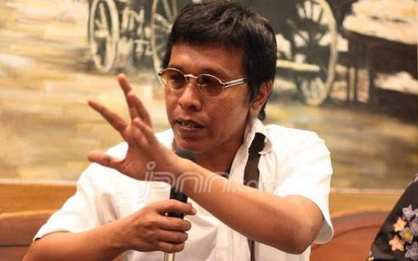 Adian Napitupulu: Saya Bukan Erick Thohir - JPNN.com