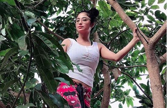Kaca Rumah Mendadak Pecah, Dewi Perssik: Aku Enggak Takut dengan Hal Mistis - JPNN.com