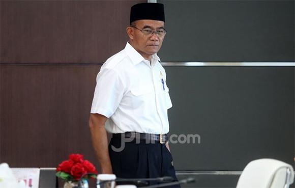 Pak Muhadjir Effendy Setuju Pelarangan Rokok Elektrik - JPNN.com