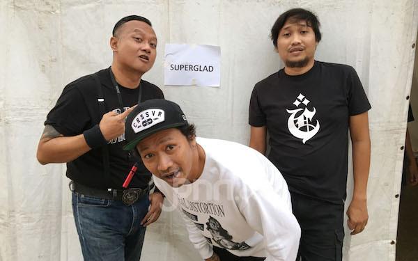 Simak Nih Pesan Perdamaian dari Superglad - JPNN.com
