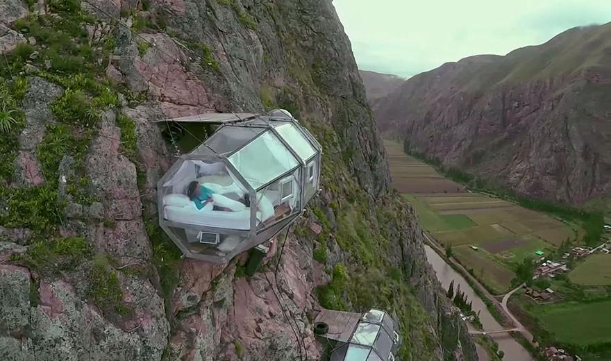 Menakjubkan, Ada Hotel Gantung di Atas Gunung Parang Purwakarta - JPNN.com