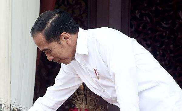 Sedang Mandi, Pak Eko Ditelepon Presiden Jokowi - JPNN.com
