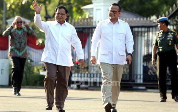 Iwan Fals Komentari Busana Prabowo Subianto - JPNN.com