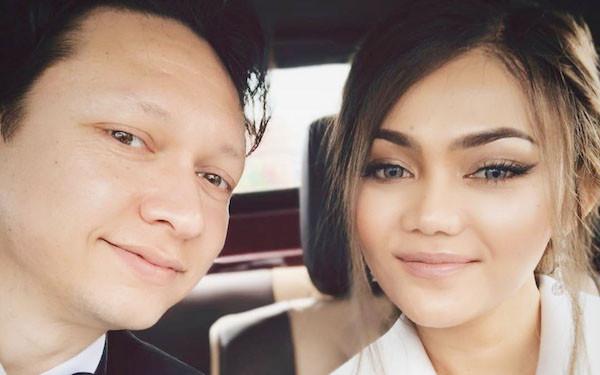 Rina Nose Semringah Pamer Status Barunya - JPNN.com