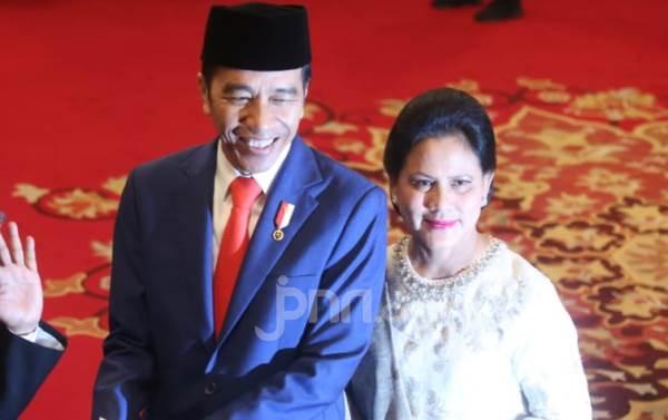 Ibu Negara Iriana Selalu Tampil Sederhana, Sungguh Berbeda dengan Istri Kapolres - JPNN.com