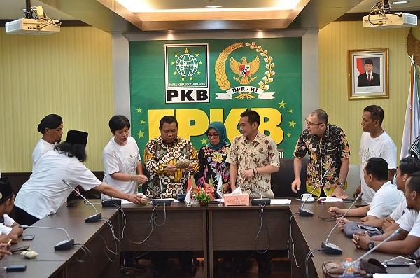 Sambangi Fraksi PKB DPR, Petani Tembakau Minta Diselamatkan dari Kenaikan Cukai - JPNN.com