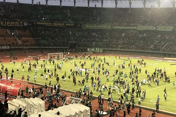 Fan Ricuh, Persebaya Terancam Terusir dari Stadion GBT - JPNN.com