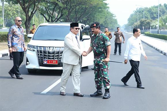 Ssttt..Ini soal Gaji Prabowo Subianto sebagai Menhan - JPNN.com