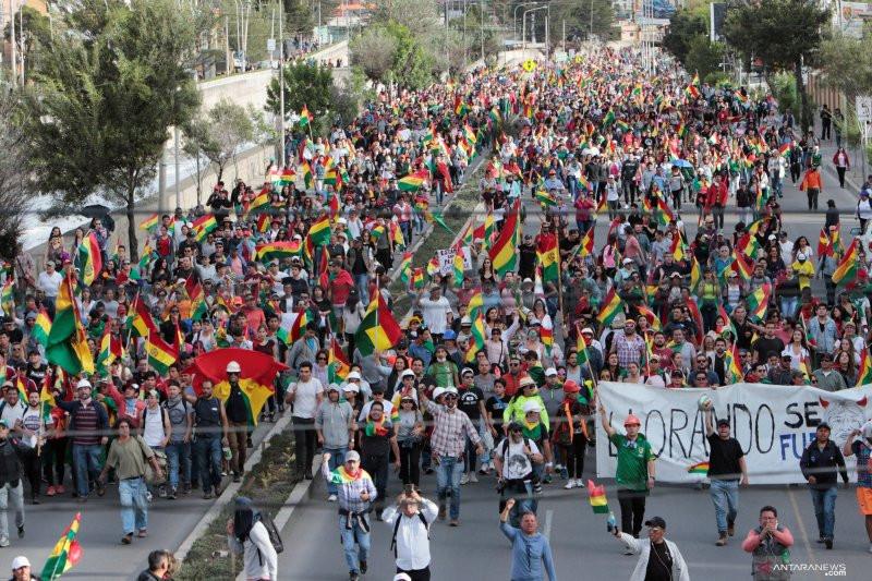 Rezim Baru Bolivia Usir Semua Diplomat Venezuela dan Dokter Kuba - JPNN.com
