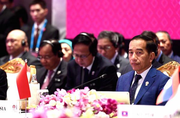 Jokowi Singgung Resesi Ekonomi di Forum KTT ASEAN Plus Three Bangkok