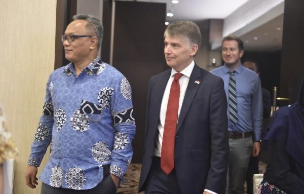 Perkuat Vokasi Kemaritiman, Indonesia - Inggris Jalin Kerja Sama - JPNN.com