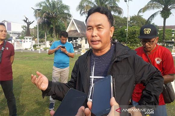 Lempar Botol ke Lapangan, Gubernur Sugianto Sabran Dapat Sanksi dari PSSI - JPNN.com