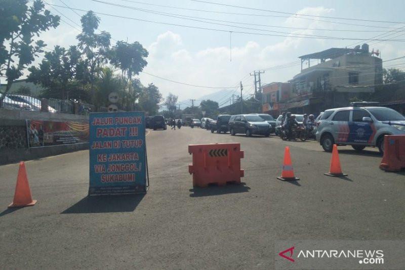 12 Jam Terjebak Macet di Jalur Puncak-Cianjur - JPNN.com