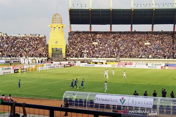 Lihat Klasemen Liga 1 Setelah Persib Menghancurkan Arema FC - JPNN.com