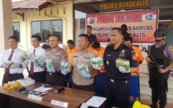 Bea Cukai Bengkalis Gagalkan Penyelundupan 10 kg Sabu - JPNN.com