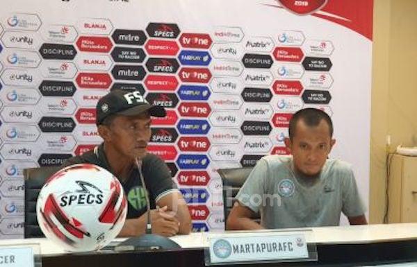 PSMS 2 vs 1 Martapura FC, Frans Sinatra: Kok PSSI Tega-teganya Tugaskan Wasit Begini? - JPNN.com
