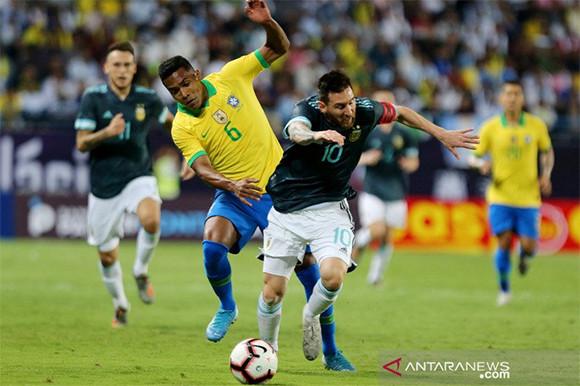 lionel-messi-cetak-gol-semata-wayang-dalam-laga-brasil-vs-argentina