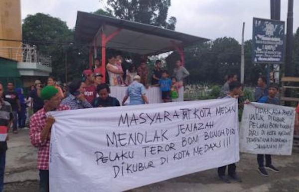 Pemakaman Jenazah Pelaku Bom Medan di TPU Sei Kambing Diwarnai Penolakan - JPNN.com