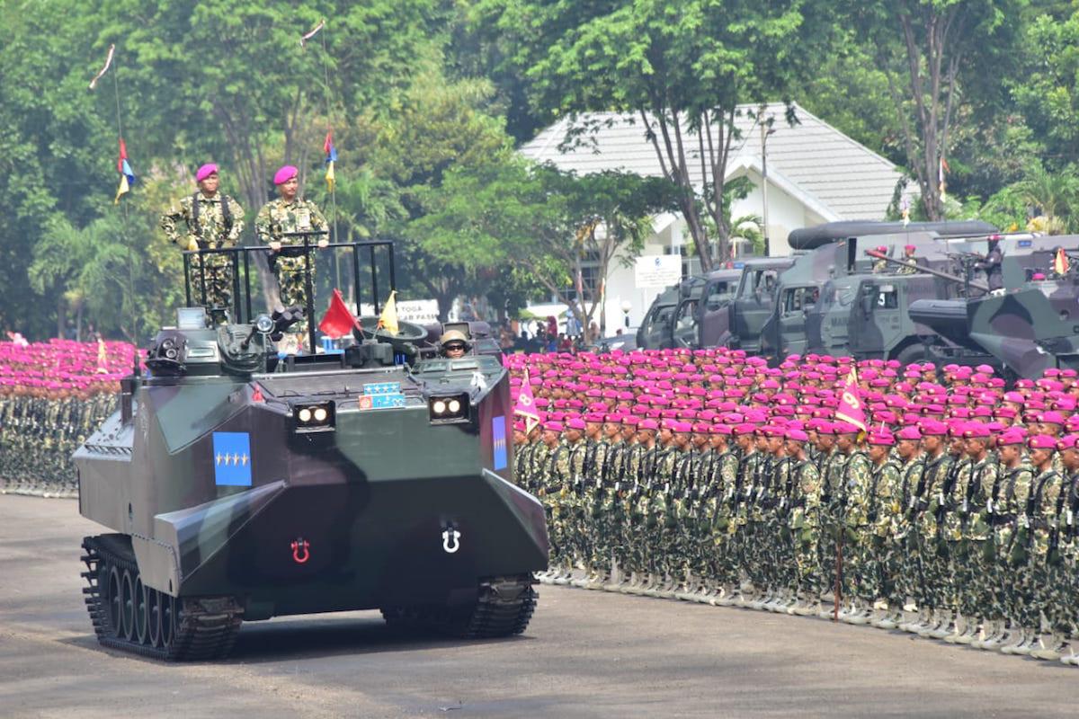 Keren! Ribuan Prajurit Ikut Parade dan Defile Saat HUT Korps Marinir - JPNN.com
