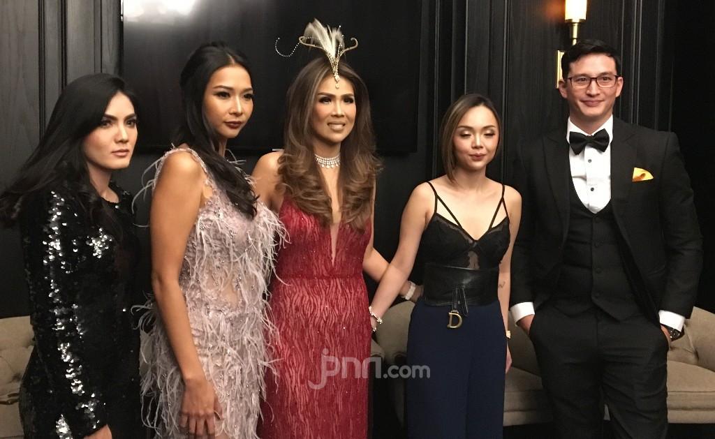 Crazy Rich Ibu Kota, Helena Lim Coba Peruntungan di Dunia Tarik Suara - JPNN.com