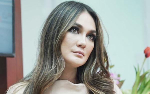Luna Maya Ungkap Alasan Pernah Mau Bunuh Diri - JPNN.com
