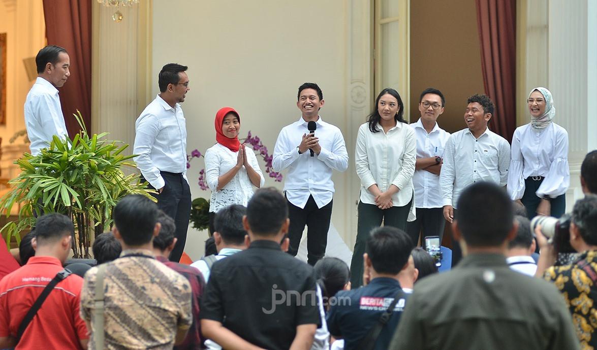 Lebih Baik Mundur dari Stafsus Kepresidenan ketimbang Merepotkan Pak Jokowi - JPNN.com