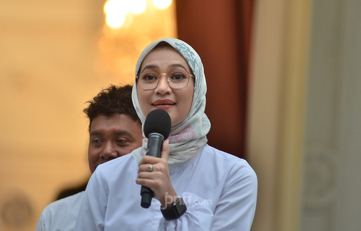 Staf Khusus Presiden Angkie Yudistia, Perempuan Tunarungu Menembus Batas - JPNN.com