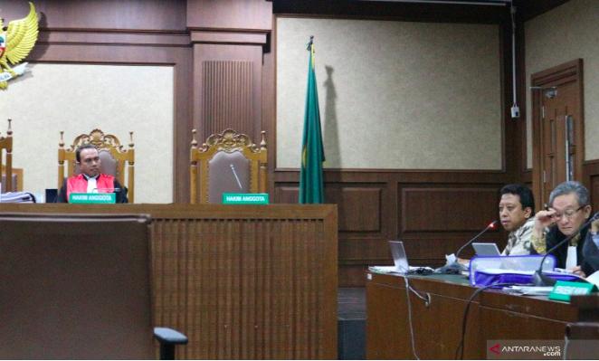 Mantan Ketum PPP Romi Gebrak Meja, Marahi Saksi Dalam Sidang - JPNN.com