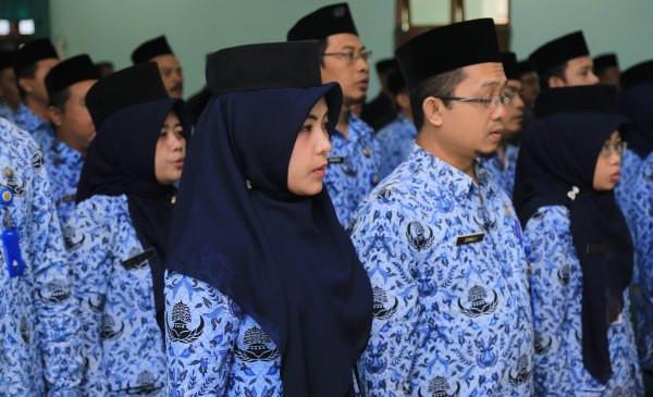 Titi Purwaningsih Tuding Pemerintah Senang Honorer K2 Banyak yang Pensiun - JPNN.com