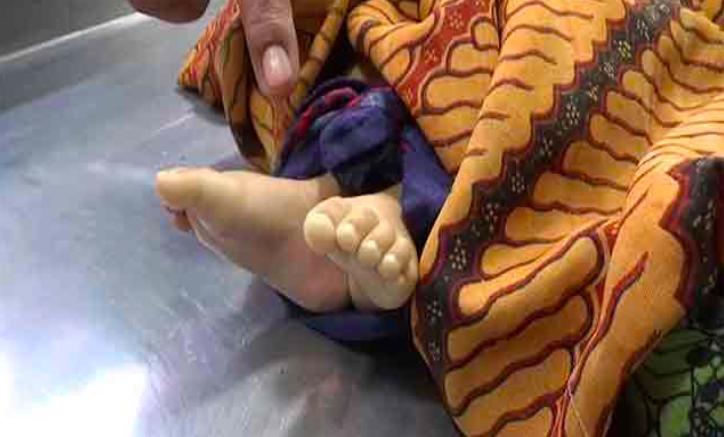 Kejinya Ibu Muda Ini Terhadap Bayi Kandung - JPNN.com