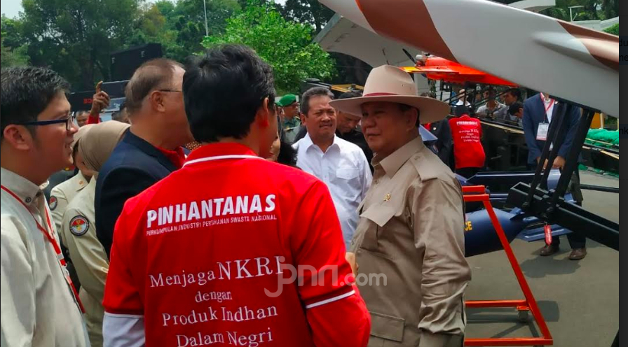 Yihaaaa, Gagahnya Pak Prabowo Subianto dengan Topi Koboi di Alpahankam - JPNN.com