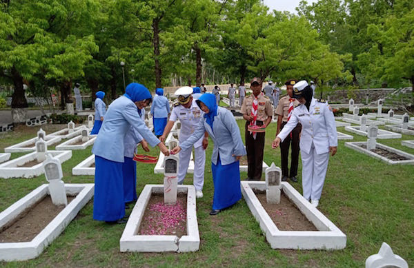 Lanal Cilacap Ziarah di TMP Surengrono Jelang Peringatan Hari Armada RI 2019 - JPNN.com