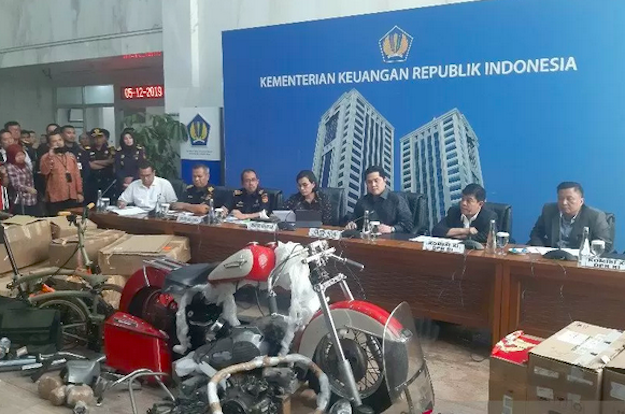 5 Berita Terpopuler: Gaji Fantastis Suami Iis Dahlia di Garuda Indonesia hingga Kejutan SBY Hari Ini - JPNN.com