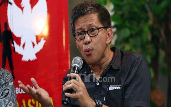Keras! Rocky Gerung Sikat Pemerintahan Jokowi soal Perpres Investasi Miras - JPNN.com