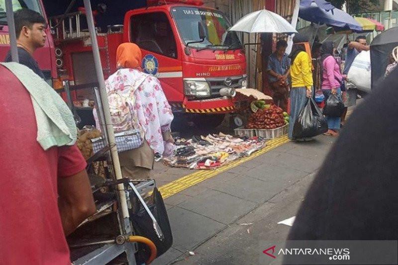 Waduh, Pos Damkar Tanah Abang Sudah Berubah Fungsi Jadi Gudang PKL? - JPNN.com