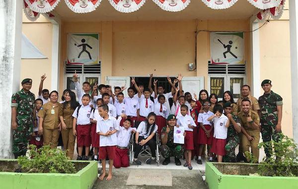 Satgas Pamrahwan Yonif 754/ENK Kostrad Sambangi SLB Timika - JPNN.com