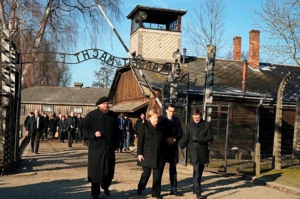 Kunjungi Kamp Konsentrasi Nazi, Angela Merkel: Saya Merasa Sangat Malu - JPNN.com