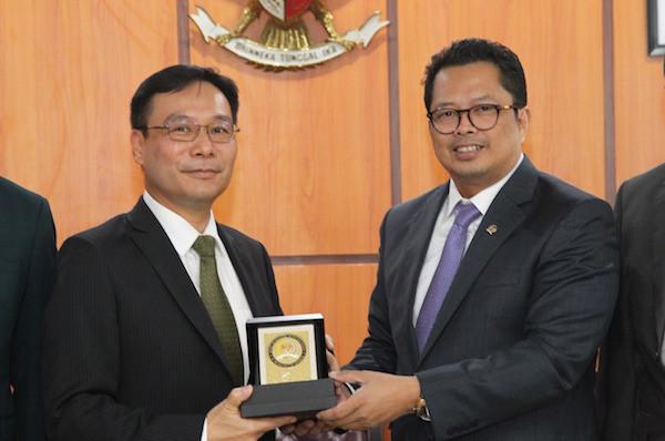 DPD RI: Pemerintah Taiwan Komitmen Meningkatkan Investasi di Indonesia - JPNN.com