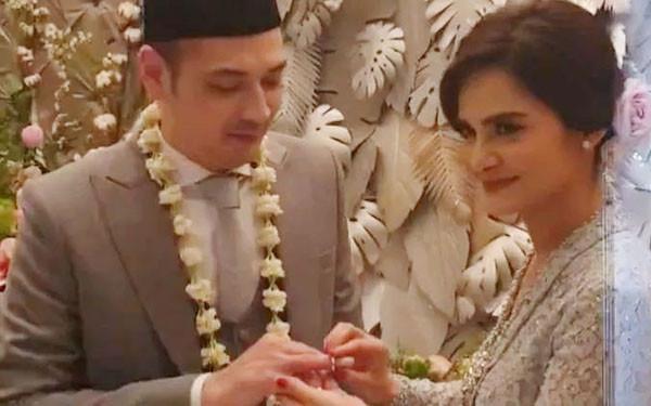 3 Berita Artis Terheboh: Isu Pemecatan Suami Iis Dahlia Hingga Pernikahan Sederhana Cut Tari  - JPNN.com