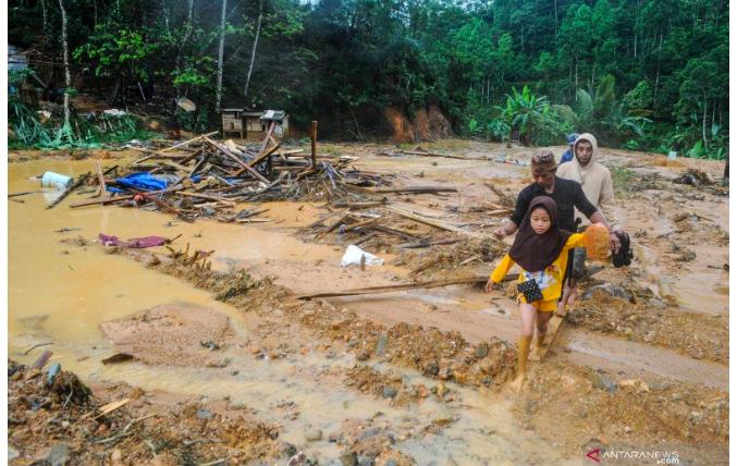 Banjir Bandang Terjang Labuhan Batu Utara dan Labuhan Batu - JPNN.com