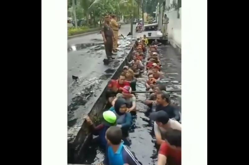 Lurah Jelambar Diperiksa Terkait Kasus Honorer Disuruh Masuk Selokan - JPNN.com