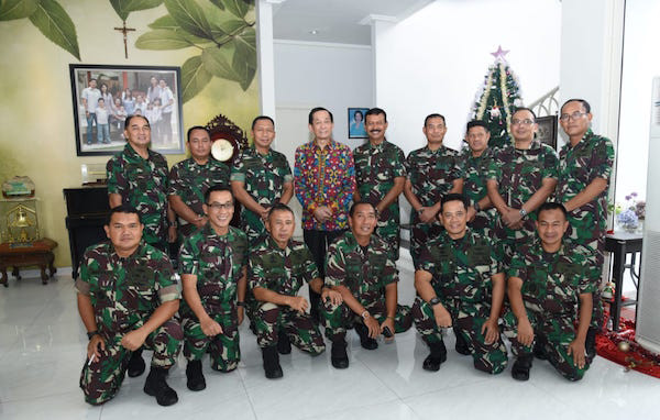 Pangarmada II Kunjungi Eks Kasal Laksamana Bernard Sondakh Saat Hari Raya Natal - JPNN.com