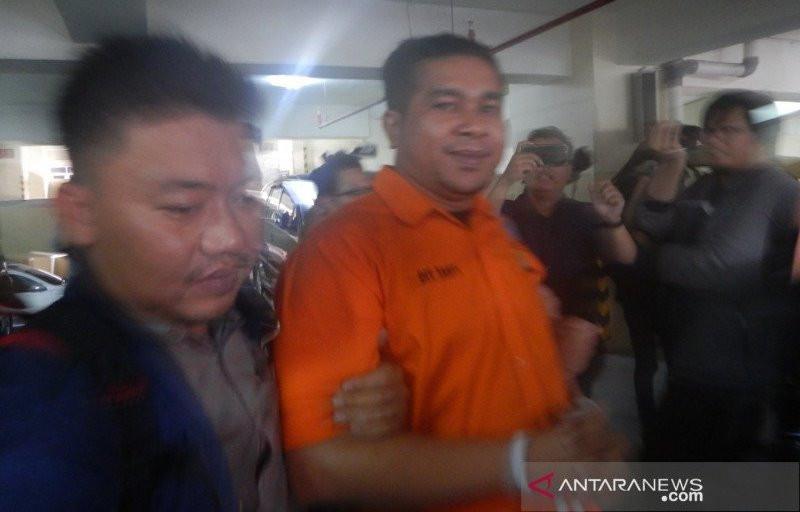 Anggota Brimob Penyerang Novel Baswedan Inisial RB Tersenyum - JPNN.com