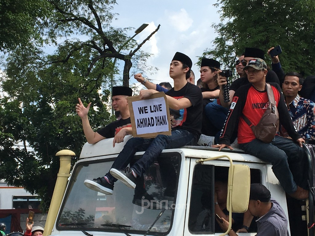 Kebebasan Ahmad Dhani Disambut Gaung Lagu Iman