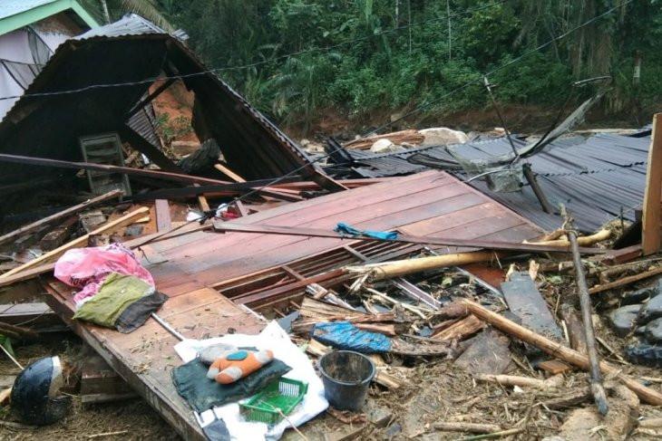 Satu Keluarga Hilang saat Banjir Bandang di Labuhan Batu Utara - JPNN.com