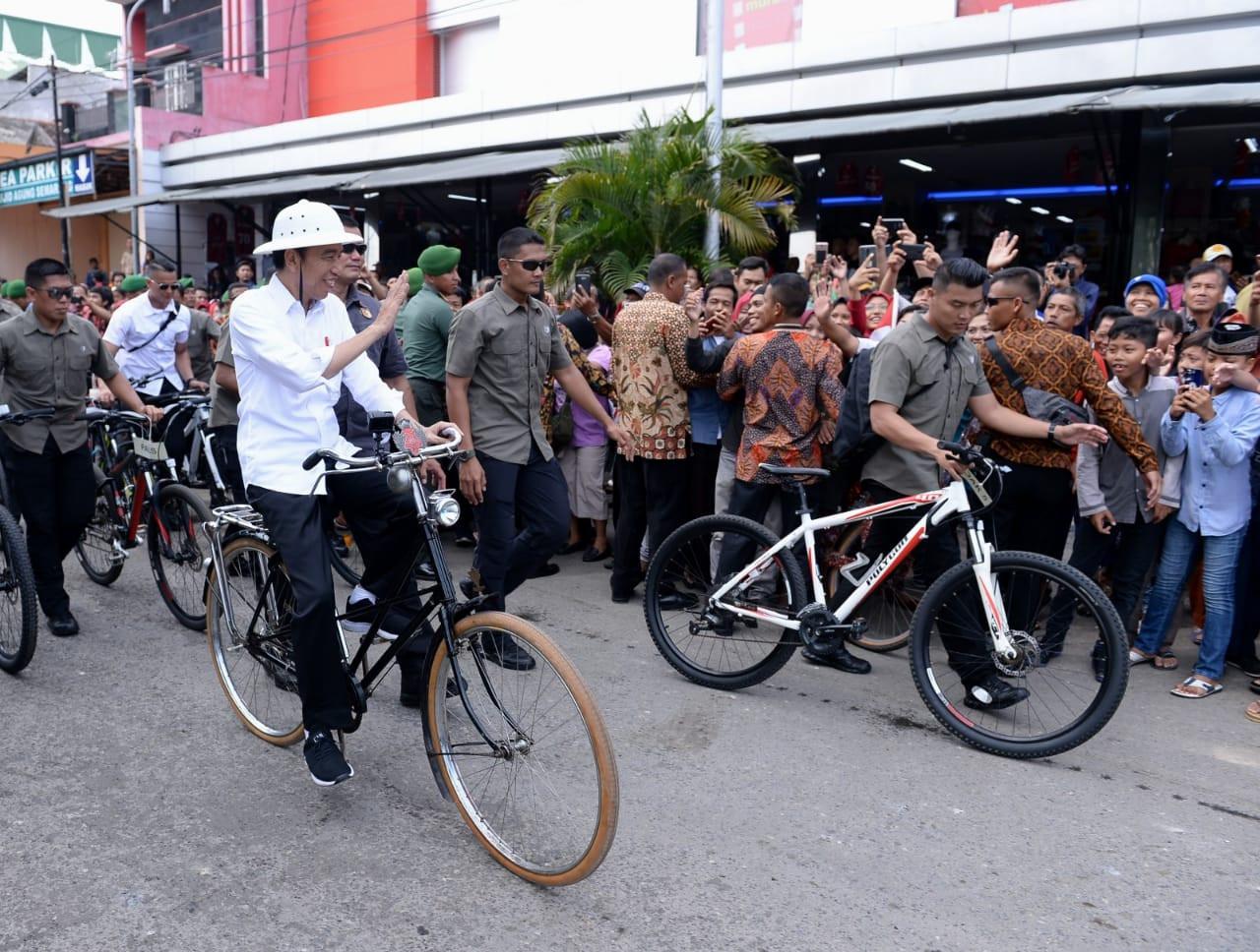 Jokowi Tinjau Proyek Pasar Johar dan Bersepeda Kota Tua Semarang - JPNN.com