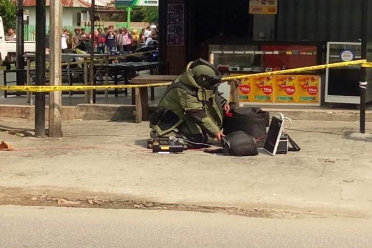 Polisi Amankan Pria Pemilik Tas Hitam Diduga Berisi Bom - JPNN.com